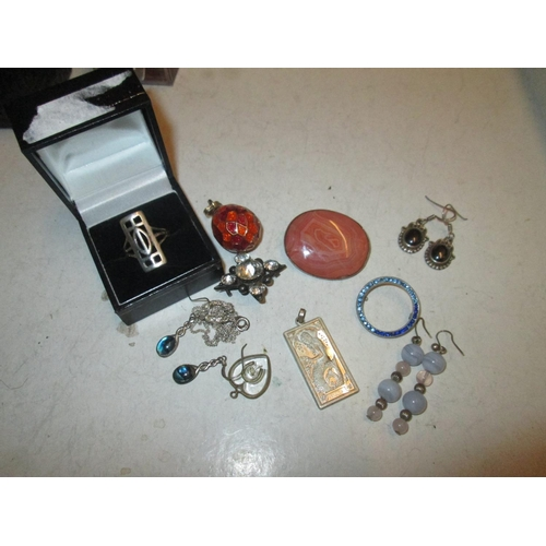 173 - Silver and other costume jewellery : Mackintosh style ring in box, earrings etc....