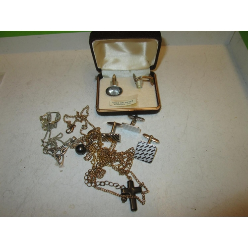 174 - Costume jewellery : cufflinks, silver necklaces, ring etc....