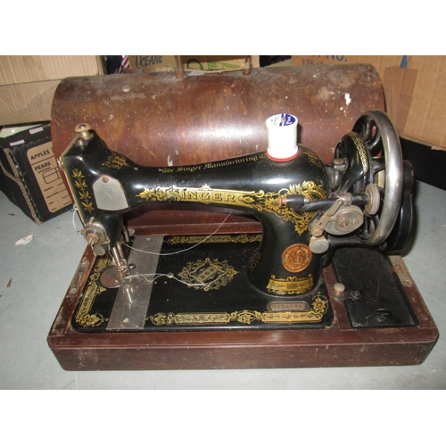 246 - Vintage Singer sewing machine...
