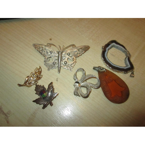 174a - Costume jewellery : silver filigree jewellery, stone and silver pendant, faux amber pendant...