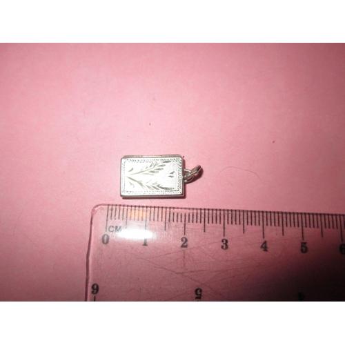 31 - Vintage silver photograph pendant locket...