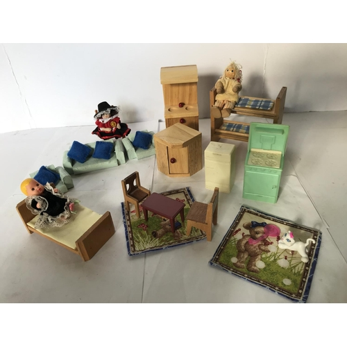 22 - DISPLAY OF DOLLS HOUSE FURNITURE...
