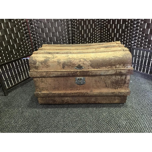29 - VINTAGE TRAVEL TRUNK WITH 3 BAR LID STRENGTHENERS (COLLECTION ONLY)...