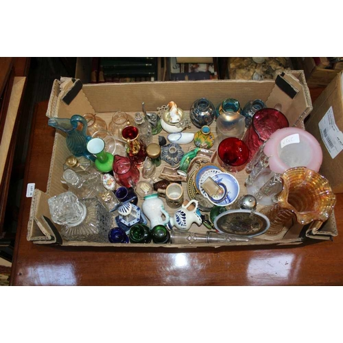 29 - A BOX CONTAINING A SELECTION OF PREDOMINANTLY DOMESTIC GLASSWARE VARIOUS <br>...
