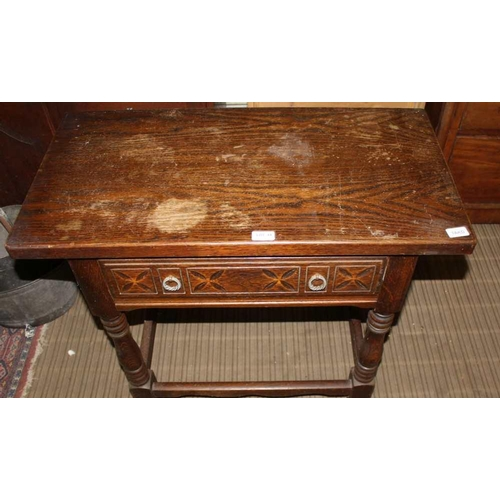 44 - A REPRODUCTION OAK FINISHED RECTANGULAR TOPPED SIDE TABLE with single frieze drawer, over baluster t...