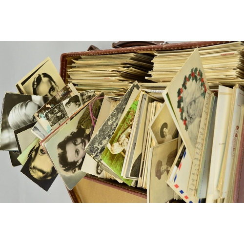 55 - A LARGE COLLECTION OF EARLY TO MID 20TH CENTURY POSTCARDS, featuring topographical scenes from Brita...