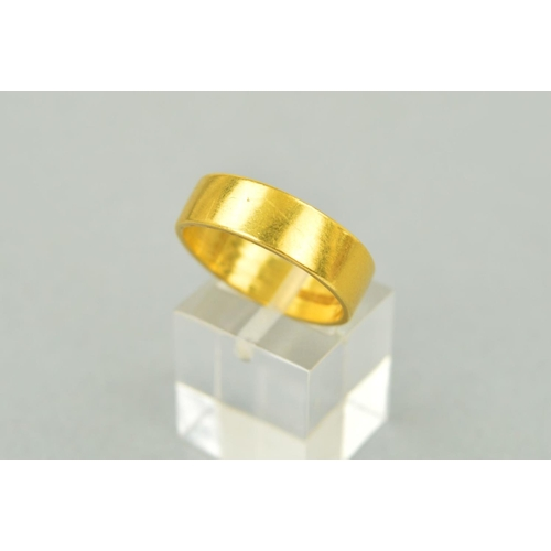 29 - A 22CT GOLD BAND RING of plain design, with 22ct gold hallmark for Birmingham 1971, ring size S, wei...