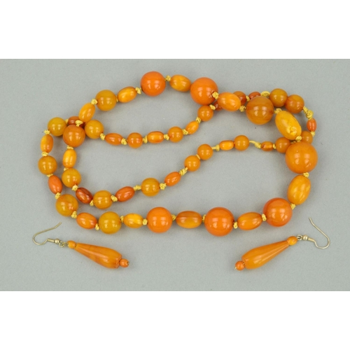 46 - A NATURAL AMBER AND PLASTIC BEAD NECKLACE AND A PAIR OF NATURAL AMBER DROP EARRINGS, the necklace de...
