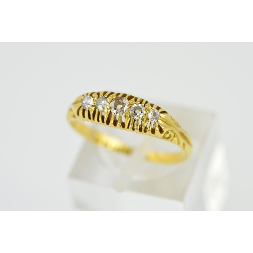 31 - AN EARLY 20TH CENTURY 18CT GOLD DIAMOND RING, designed as five graduated old cut diamonds within cla...