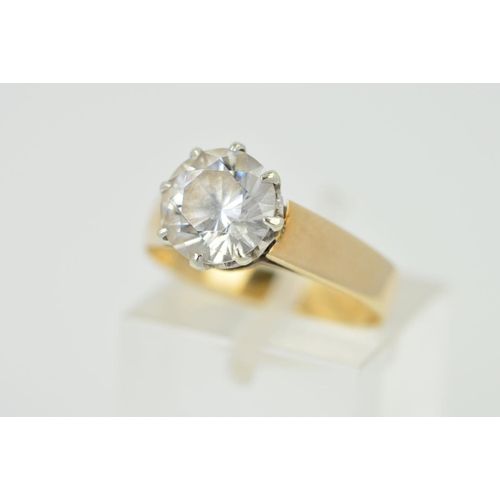 8 - A LATE 20TH CENTURY 9CT GOLD SINGLE STONE CUBIC ZIRCONIA RING, hallmarked 9ct gold, ring size M, app...