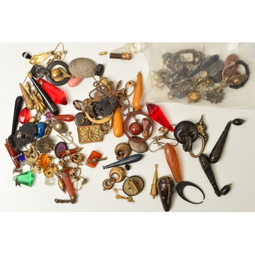 41 - A SELECTION OF MAINLY LATE 19TH CENTURY TO EARLY 20TH CENTURY JEWELLERY PARTS AND SINGLE EARRINGS, t...