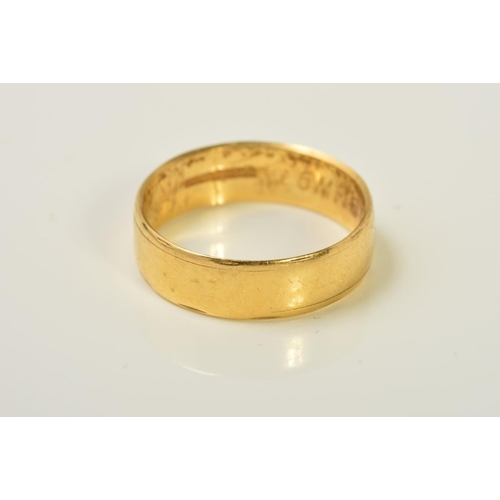 55 - AN 18CT GOLD BAND RING, the plain band with an engraved line border to either side, with 18ct hallma...