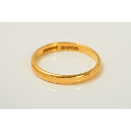 56 - A 22CT GOLD BAND RING, of plain D-shape design, with 22ct gold hallmark for Birmingham, width 3mm, r...