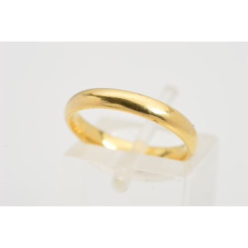20 - AN 18CT GOLD BAND RING, a plain polished band with 18ct gold hallmark for Birmingham, ring size J1/2...