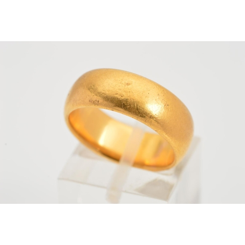 35 - AN EDWARDIAN 22CT GOLD BAND RING, of plain design with 22ct hallmark for Birmingham 1902, ring size ...