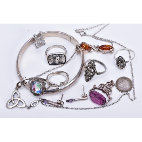 10 - A SMALL QUANTITY OF JEWELLLERY, to include a floral engraved silver hinged bangle, hallmarked Birmin...