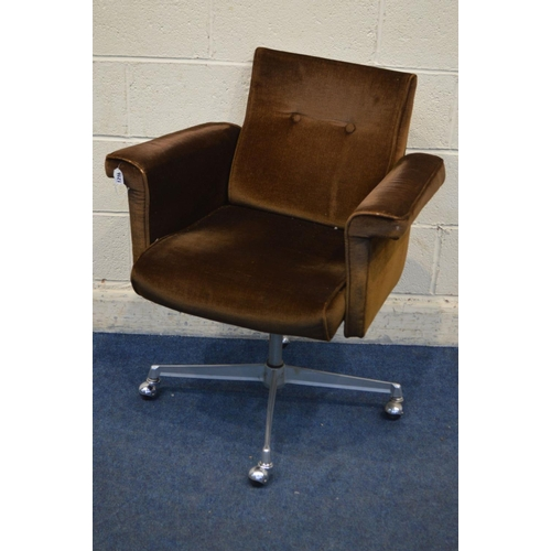 1216 - A MID 20TH CENTURY SANKEY SHELDON MODEL 1300 SWIVEL OFFICE CHAIR, on a metal base and orbit casters,...