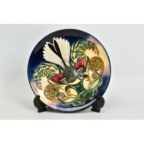 424 - A BOXED MOORCROFT POTTERY PLATE, 'Fantail' pattern designed by Philip Gibson,C.2003, impressed backs...