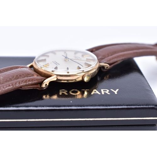 44 - A GENTS MID TO LATE TWENTHIETH CENTURY 9CT GOLD ROTARY WRISTWATCH, case measuring approximately 31mm...