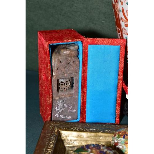 495 - A GROUP OF ORIENTAL CERAMICS, METALWARES, SCROLLS etc, including a late 19th Century Imari porcelain...