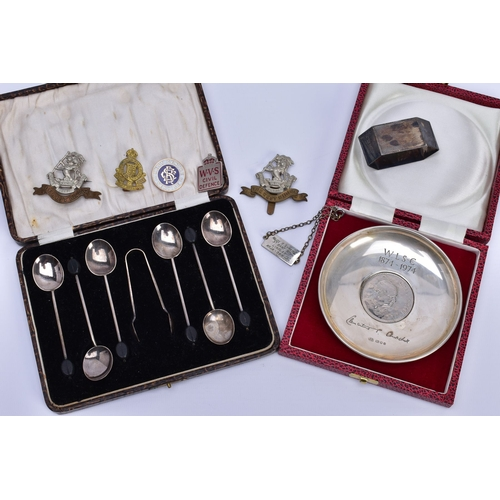 108 - A CASED SET OF SIX GEORGE V SILVER BEAN END COFFEE SPOONS AND MATCHING SUGAR TONGS, maker William Su...