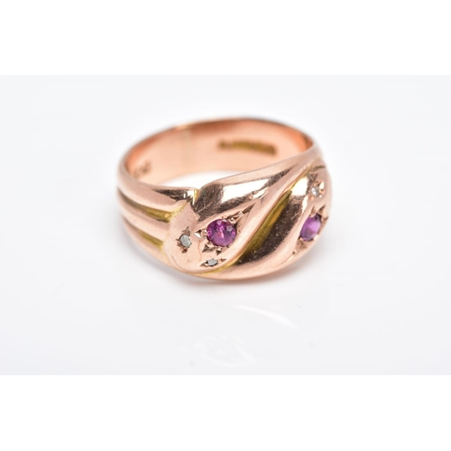 24 - AN EARLY TWENTIETH CENTURY 9CT ROSE GOLD DOUBLE SNAKE HEAD RING, set with diamonds, a ruby and an am...