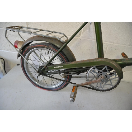 1085 - A VINTAGE RALEIGH RSW16 BIKE with Dynamo front wheel powering front and rear light, three speed twis...