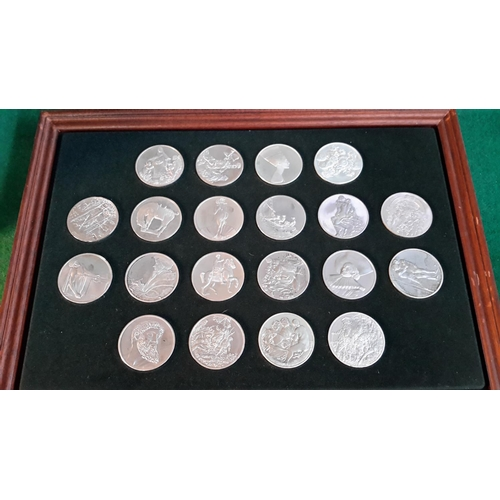 381 - A case of 100 silver coins each weighing 66 grams ' The 100 Greatest Masterpieces 1st edition proof ...