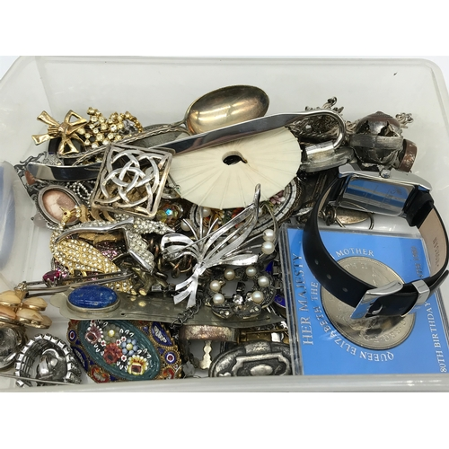 27 - A Tray of costume jewellery brooches which includes silver Celtic brooch and Scottish thistle brooch...