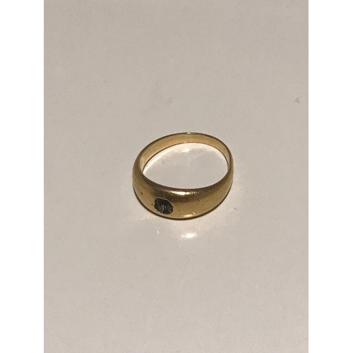 40B - An 18ct gold ring. Missing its stone. Weighs 6 grams....