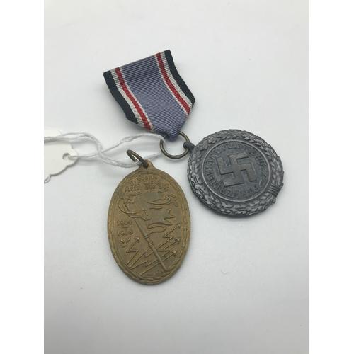 9 - A WW1 German Kyfhausserbund commemorative medal together with WW2 German Nazi Medal....