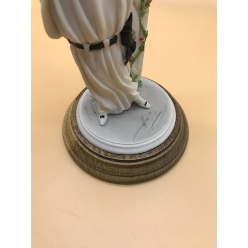 40 - Porcelain Lady Figurine A.d.l. by Vittorio Tessaro. With signature to the base 1989...