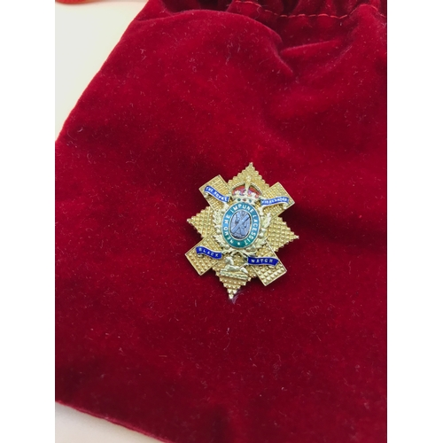 30 - A Solid gold The Royal Highlanders Black Watch badge detailed with enamelling. Dated 1917. Tested po...