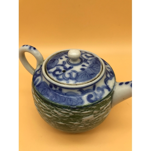 2 - A 19th century Chinese tea pot. Measures 9.5cm in height....