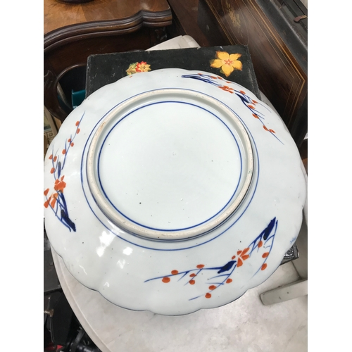 12 - An Antique Japanese Imari pattern scalloped plate. Measures 32cm in diameter...