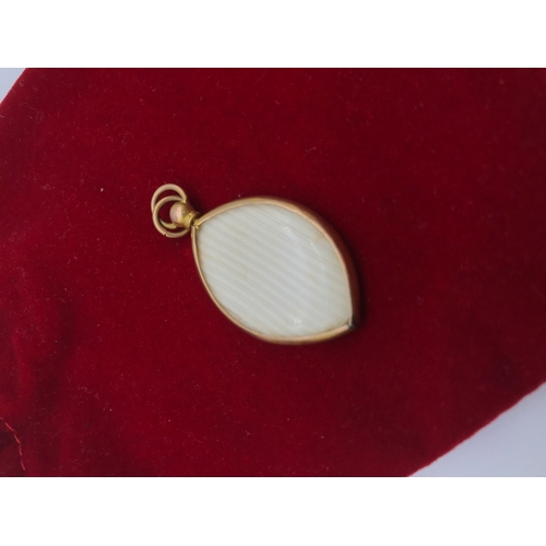 16 - A 9ct gold antique Mourning pendant....
