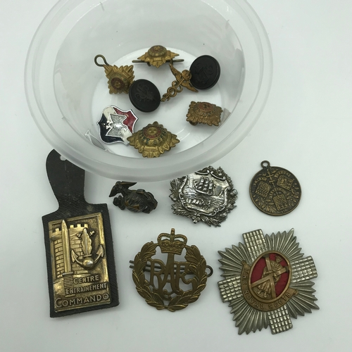143 - A Lot of military cap badges to include Greenock Burgh Police badge...
