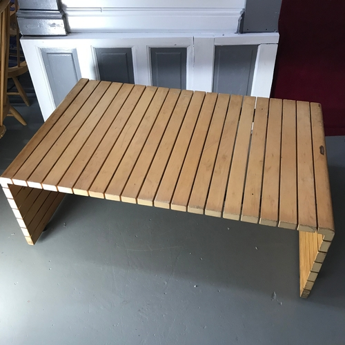25A - Retro Elamisen Iloksi Vilka slat coffee table, (needs a sand to the top)Measures 44x109x76cm...