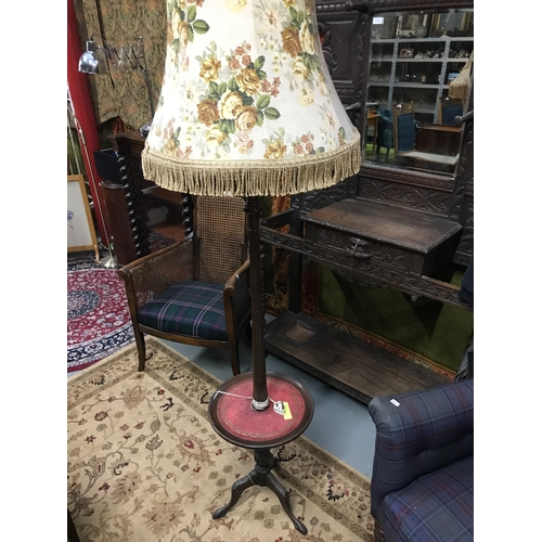 130 - A Early 20th century standard lamp with drinks tray, Measures 173x36x36cm...