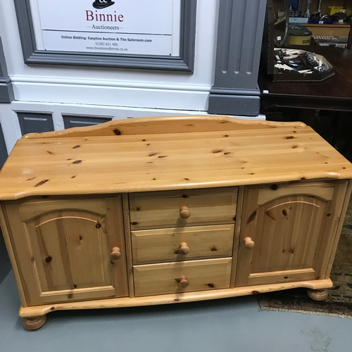 139 - A Contemporary solid pine low sideboard, Consists of 3 drawers and two doors with fitted shelves, Me...