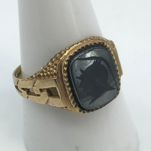 15 - A Gents 9ct gold signet ring set with a black onyx stone engraved with a Roman head. Ring size S 1/2...