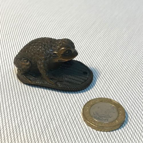 47 - Antique highly detailed carved Japanese frog/ toad netsuke figure, Signed by artist. Measures 5cm in...