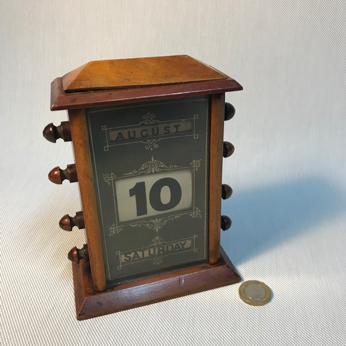 50 - A Late 19th century/ early 20th century desktop perpetual calendar. Measures 17x12x7cm...