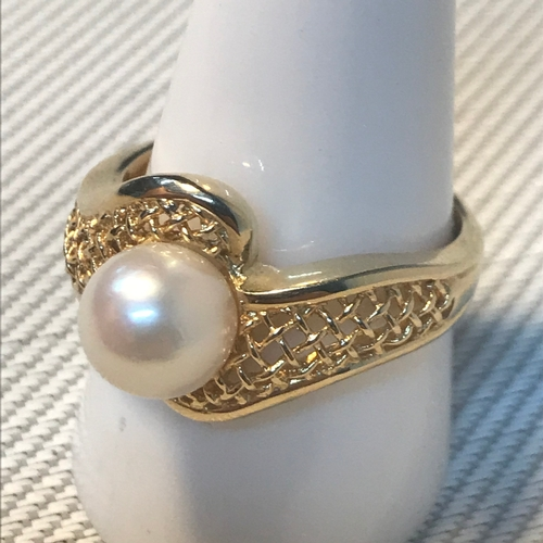 78 - A 14ct gold ladies ring set with large single pearl. Ring size T, Weighs 5.60grams....