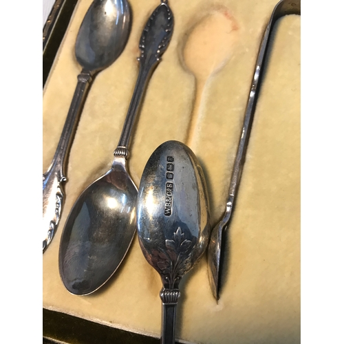 129 - A Set of 6 Solid Sheffield silver tea spoons and sugar tongs, Fitted within an ornate case. Makers W...