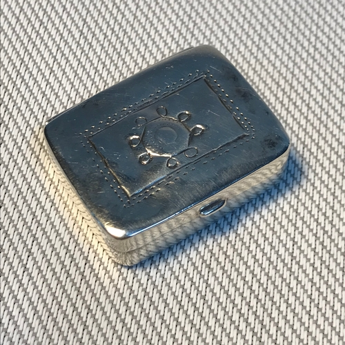 3 - A Silver 925 rectangle shaped pill box, Measures 1x3x2.5cm...