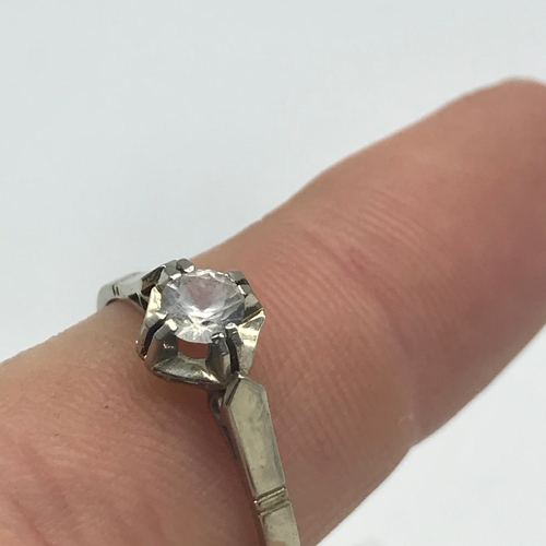12 - 18ct white gold ladies ring set with a large clear stone. Weighs 2.88grams. Ring size S....