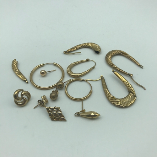 15 - A Selection of scrap gold earrings. Weighs 5.71grams...