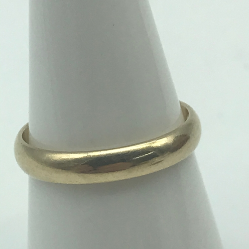 33 - A 9ct gold wedding band. Ring size M. Weighs 2.27grams...