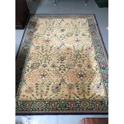 551 - An antique style livingroom rug....